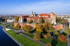 瓦维尔山城堡和大教堂秋天的 克拉科夫波兰 库存图片