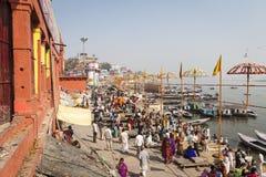 瓦腊纳西,印度- 2017年1月25日:圣洁ghats o早晨视图  免版税库存图片