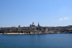 瓦莱塔看法从斯利马江边,马耳他的 免版税库存照片
