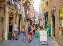 瓦莱塔,马耳他, 2017年10月19日:美丽如画的狭窄的街道和 免版税库存照片