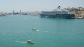 瓦莱塔,马耳他2016年7月4日 豪华游轮米恩希夫停住在瓦莱塔港  影视素材