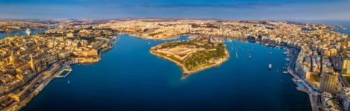 瓦莱塔,马耳他-瓦莱塔,斯利马,马努埃尔海岛空中全景地平线视图  库存图片