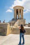 瓦莱塔,马耳他- 2016年5月05日:围困响铃战争纪念建筑 免版税图库摄影