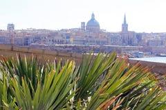 瓦莱塔,马耳他,从斯利马的看法 库存照片