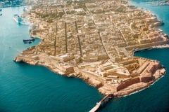 瓦莱塔,从看法飞机港口,国会大厦的马耳他首都 免版税库存图片