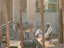 瓦迪哈勒法,苏丹- 2008年11月19日:生活苏丹人。 库存图片