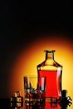 瓶与冰的威士忌酒和玻璃 免版税库存照片