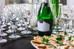 瓶与玻璃的香槟 库存照片