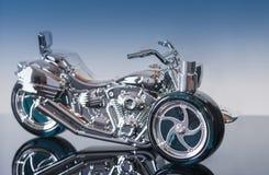 瓶以一辆摩托车的形式香水在黑丙烯酸酯s 免版税库存图片