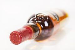 瓶充分的威士忌酒 免版税库存图片