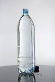 瓶充分的水 免版税库存照片