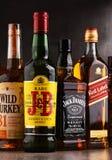 瓶几个全球性威士忌酒品牌 免版税库存照片