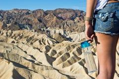 水瓶和沙漠 库存图片