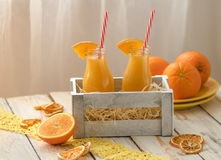 瓶图象查出的汁液桔子 免版税库存图片