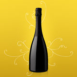 瓶在黄色背景的酒 免版税库存照片