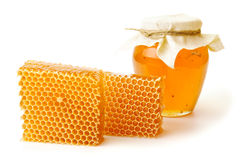 瓶子与蜂窝的蜂蜜 免版税库存图片