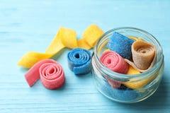 瓶子可口嚼的糖果 免版税库存照片