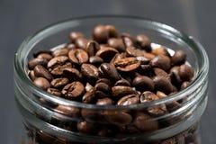 瓶子咖啡豆,概念照片,特写镜头 免版税库存照片