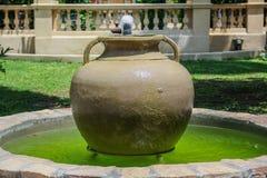 瓶子喷泉 免版税图库摄影