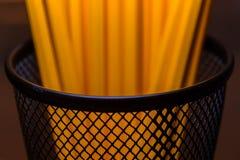 瓶子在黑金属容器的黄色铅笔 免版税库存图片