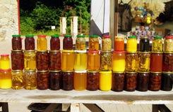 瓶子果酱和蜂蜜 免版税库存照片