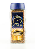 瓶子特易购金子冰冻了干燥脱除咖啡因的速溶咖啡 图库摄影