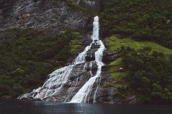 瓶形状瀑布在挪威 免版税库存图片