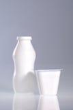 瓶杯子塑料 免版税库存图片
