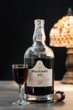 瓶格雷姆的葡萄酒黄褐色口岸 库存图片