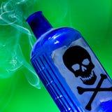 瓶毒物抽烟 图库摄影