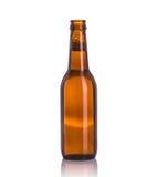 瓶没有盖帽的啤酒 beeing的概念连接集中查出的射击工作室包围的技术白色 免版税库存照片