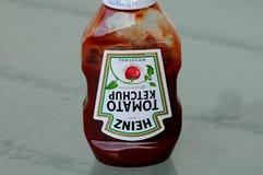 瓶海因茨西红柿酱 免版税库存图片