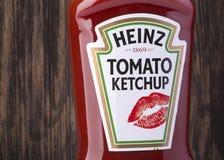 瓶海因茨西红柿酱 库存图片