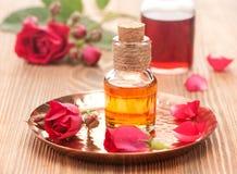 瓶玫瑰精油 库存照片