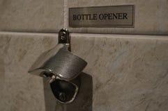 瓶盖启子在旅馆 免版税库存照片