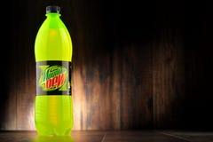 瓶碳酸化合的软饮料山露水 图库摄影
