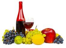 瓶结果实生活红色不起泡的酒 免版税库存图片