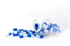 瓶药片药片溢出 图库摄影