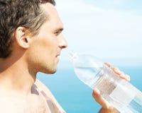 瓶藏品人塑料水 库存图片