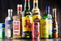 瓶被分类的全球性烈酒品牌 免版税库存图片