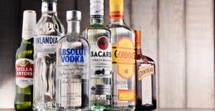 瓶被分类的全球性烈酒品牌 免版税库存照片