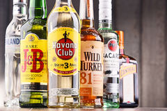 瓶被分类的全球性烈酒品牌 免版税图库摄影