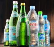 瓶被分类的全球性矿泉水品牌 库存照片
