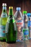 瓶被分类的全球性矿泉水品牌 免版税库存照片