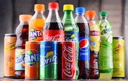 瓶被分类的全球性软饮料 免版税图库摄影