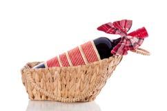 瓶装饰了红葡萄酒 库存图片