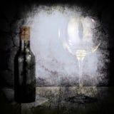 瓶酒和大玻璃 免版税库存图片