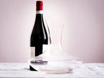 瓶酒和蒸馏瓶 免版税图库摄影