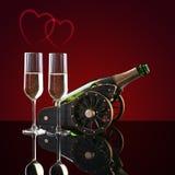 瓶香槟、两块玻璃和心脏 免版税库存照片