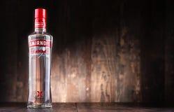 瓶Smirnoff红色标签伏特加酒 库存图片